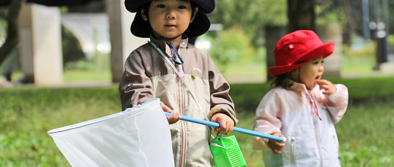 着るだけで子どもの紫外線対策できるUVカットパーカー